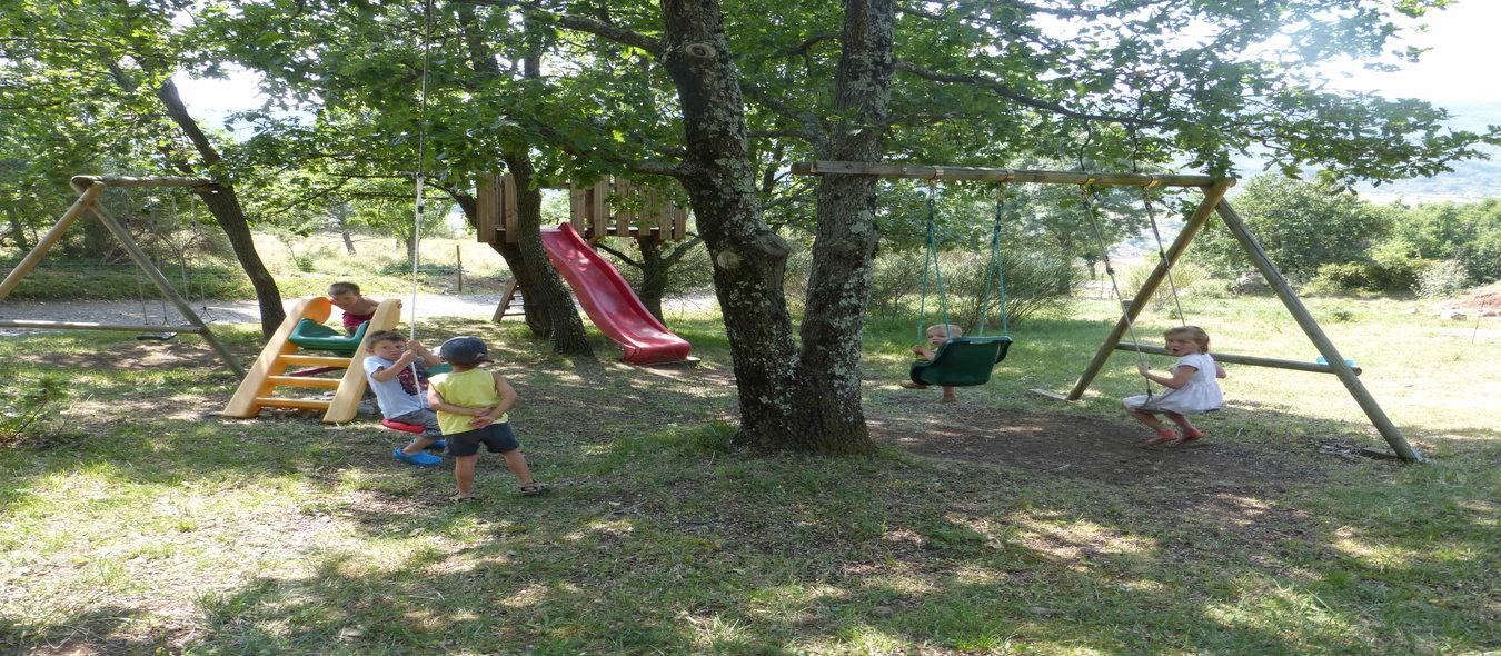 Les jeux à l'ombre des chênes